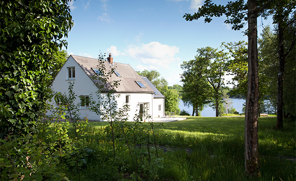 Cottage at Finn Lough set amongst trees with views of Lough Erne/