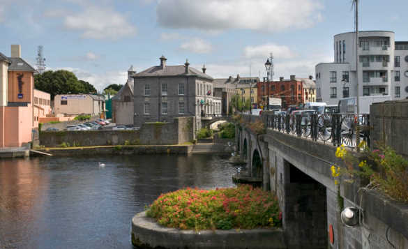 River Shannon flowing under stone arched bridge through Athlone, Co Westmeath/