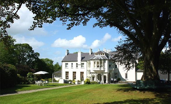 Pathway leading through lawns to the grand white building of the Beech Hill Hotel in Derry/
