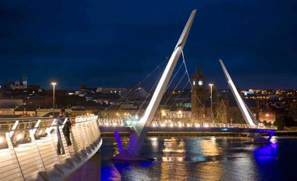 The illuminated Peace Bridge spanning the River Foyle in Derry/