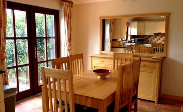Kitchen dining room at the AnnaCarriga self-catering in Killaloe/