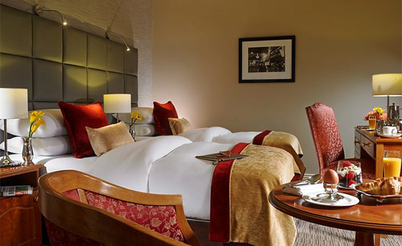 Luxurious twin bedroom at the Buswells Hotel in Dublin/