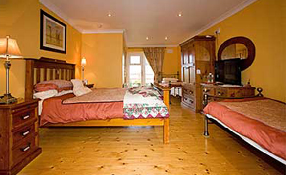 Large bedroom at Evergreen B&B with double and two single beds/