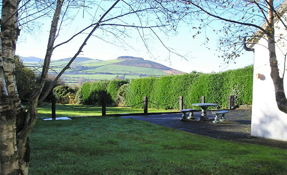 Garden of Innisfree self-catering cottage with views over the Wicklow Mountains/