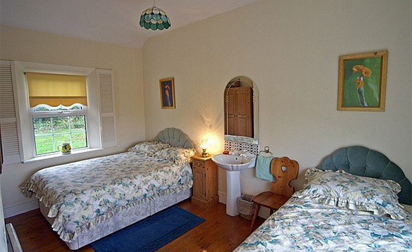 Bedroom at Innisfree self-catering cottage with double and single bed/