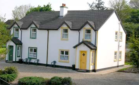 outside view of Riverbank cottage/