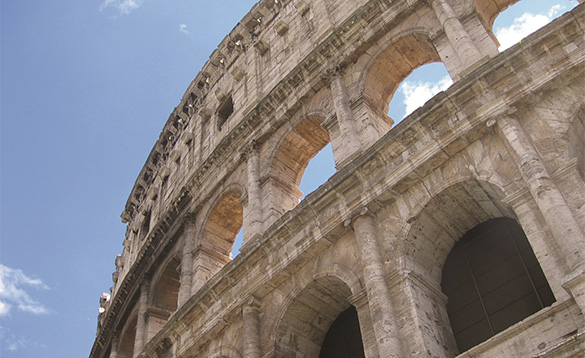 close up picture of the colosseum in Rome/