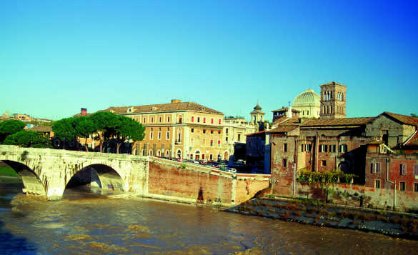 The Tevere River flowing un a bridge leading to Tiberina Island in Rome/