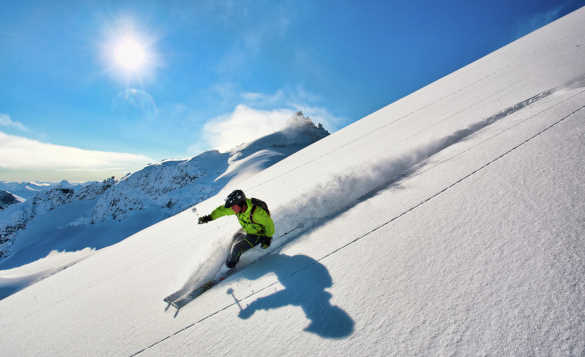 Skier skiing down the Kolasbreen Glacier /