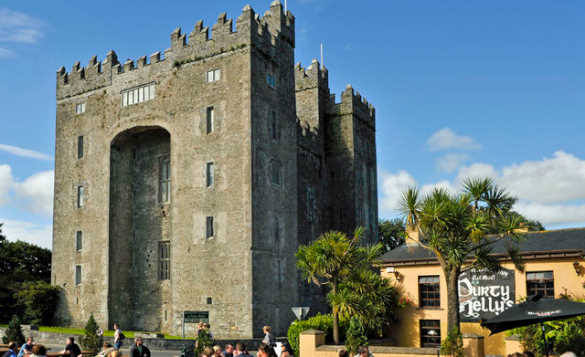 Durty Nellys traditional Irish pub located next to Bunratty Castle/