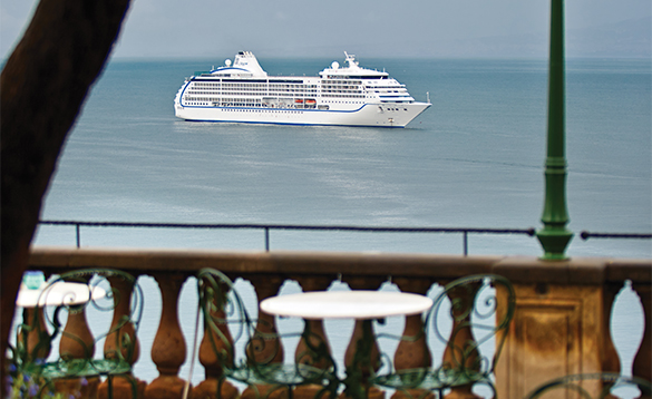 Regent Seven Seas cruise ship in Sorrento/